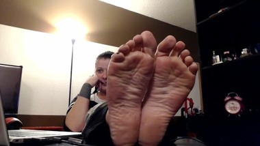 Mature Wrinkled Soles Small Feet Cougar Milf Closeup