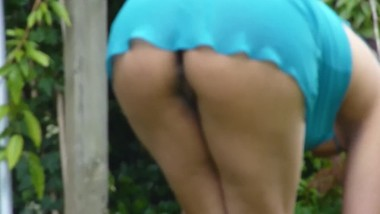 Upskirt flashing in the garden