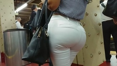 HUGE BUBBLE BUTT LATINA MILF IN TIGHT WHITE PANTS PART 3