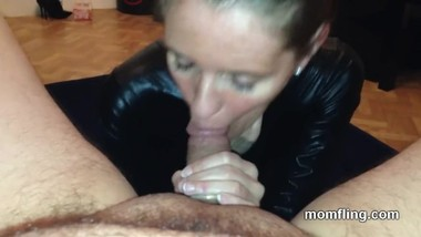 Submissive Milf Giving A Rimjob