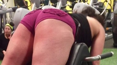 Hot Girl flashing her ass at the gym in tiny shorts