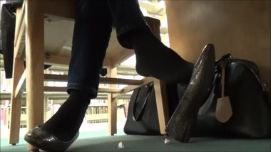 Candid flats Shoeplay under desk Milf Pantyhose