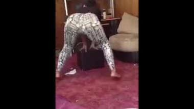 Sexy latina candid twerk in leggings