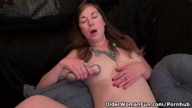 Hairy milf Susana Moore from the USA is toying her pussy