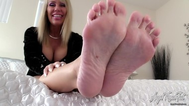 Nikki Ashton - Mommy Pays Allowance With Feet - JOI