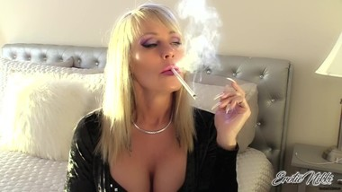 Nikki Ashton - Long Talons MILF Smoking VS120