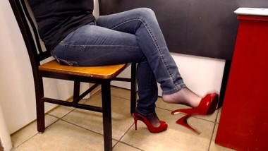 Milf Dangling Red Guess Sling Back in Jeans