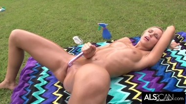 Lola Myluv Oils Up to Masturbate in the Hot Sun