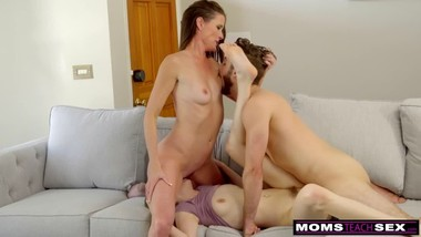 Sexy MILF nd her daughter Fucks Her Stepbrother