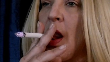 BLONDE MILF SMOKING FETISH