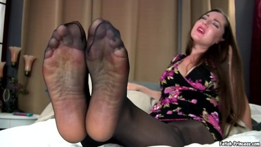 Giving Your Girlfriend the Best Foot Massage of Her Life! - Princess Kristi