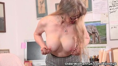 USA milf Lilli takes a masturbation break at the office