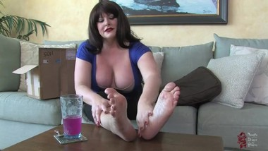 Sophia Stone giantess growth