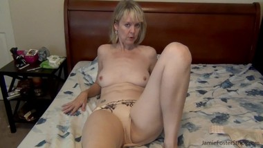 Cougar pulls off condom, wants it raw bareback!