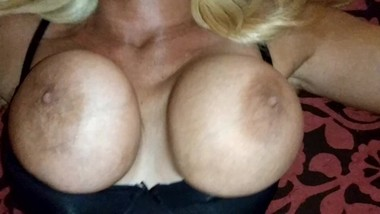 hidden camera catches real amateur mom huge perfect tits bouncing
