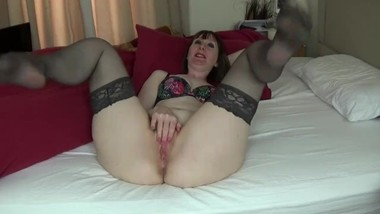 Mature British MILF Queefing