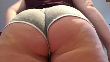 PAWG milf shakes ass up close