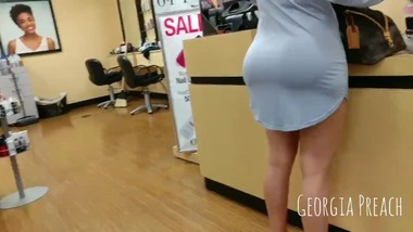 bubble butt on fit mom candid