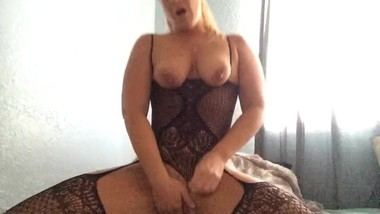Mom loves masturbating and squirting