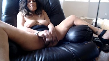 YOUNG BOSS has his way in my mature pussy