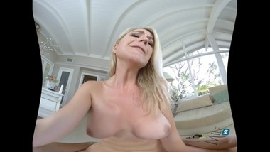 MilfVR - Kit Mercer - Earning Her Reputation