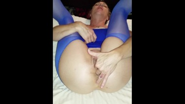 Mommy wearing blue lingerie n fingering her pussy n tight ass