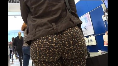 Candid big jiggly ass in leopard skin pants