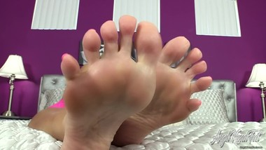 Nikki Ashton - Can't Quit Jerking For Feet - JOI
