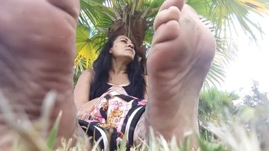 Dirty Soles of Feet, Stacking Arching and Toe Wiggling. Lolas Lovely Feet U