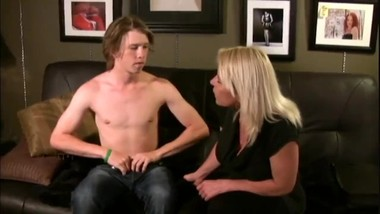Stepmom seduces her young stepson