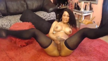 Ebony milf with stunning body has solo sex!