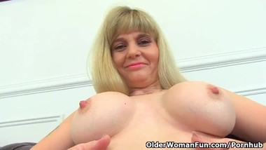 British milf Kat exposes her shaven fanny