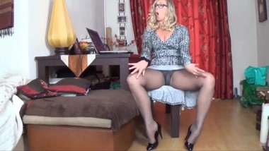Hot MiLF IN PANTYHOSE