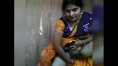 Indian mom get horny on camera