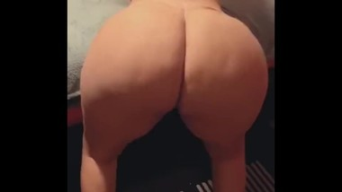 MissThickDiamond Claps her fat ass in a G String