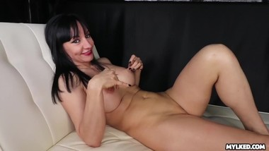 LOL Watch Her Reaction when he CUMS on her face - Milf Cumshot