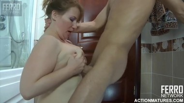 YOUNG RUSSIAN BOY AND MATURE RUSSIAN WOMAN [Creampie, Mature, MILF, Anal,