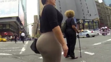 Office Milf Huge Ass in Skirt Wow