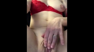 Horny wife diddles herself