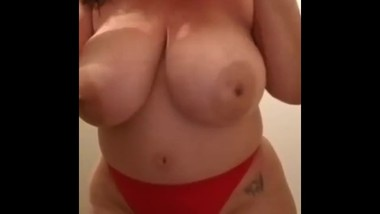 Sex Goddess huge natural tits and pussy